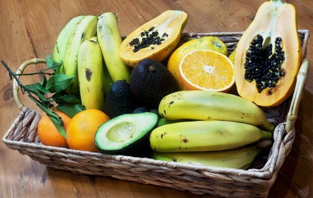 Caja 15 kg: Naranjas o fruta tropical + naranjas