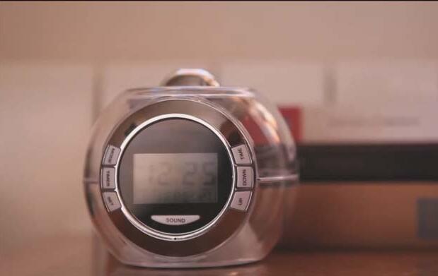 Despertador con hora proyectable