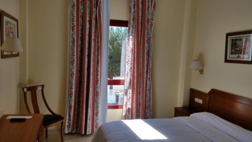 Madrid: hotel 3* + 2 días en parque Warner