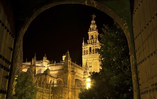 Ruta nocturna o Secretos de Sevilla