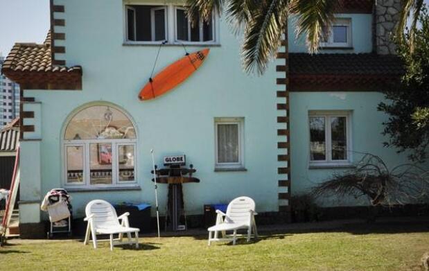 Gijón, 2 ó 4 noches de Campamento o Curso de Surf