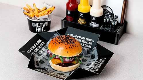Menú de hamburguesa para dos en el centro
