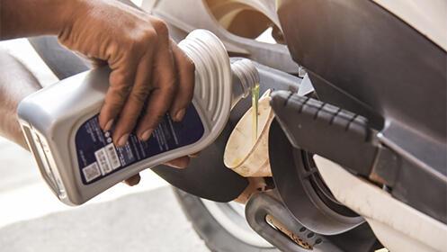 Moto: cambio de aceite, filtro y bujía